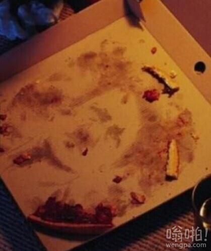 我吃披萨,看到了一些奇怪的事情。