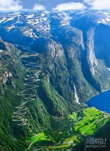 漫长的山路:挪威Lysefjorden