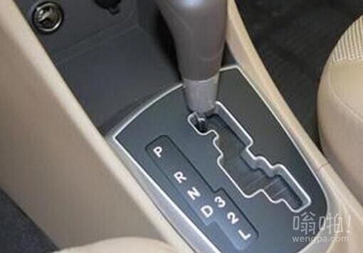 自动挡车使用常识操作误区:堵车勿长时间挂D挡