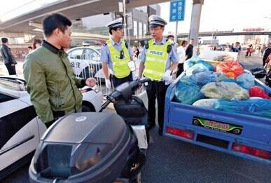 #北京整治违法摩托#一日扣车千辆 买菜送快递电动摩托遭扣
