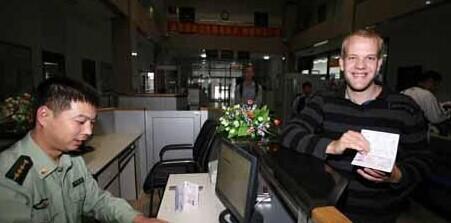 """金正恩""""消失""""的日子引世界新闻世界记者蜂拥辽宁丹东 中国人扮朝军受访挣钱"""