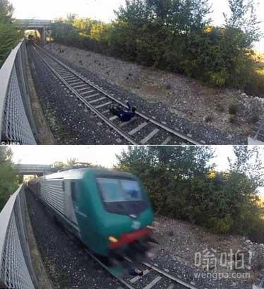 男孩卧轨自拍 火车驶过毫发无损(视频)