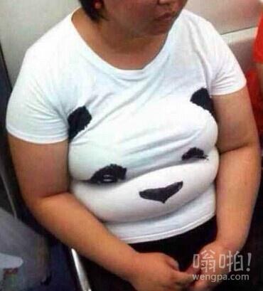 能把普通t恤穿成3D版的人。。。也是醉了