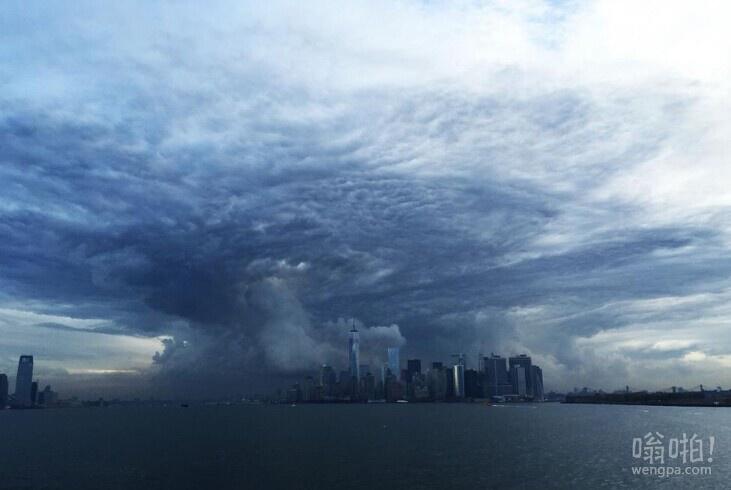"""纽约清晨天空现""""末日云""""奇观 不亚于灾难大片场景"""