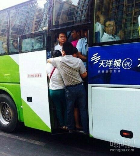 去燕郊的巴士,上个班也是蛮拼的