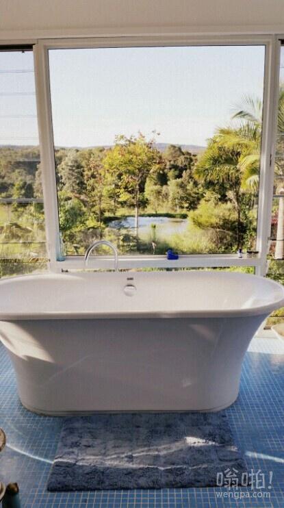 丛林美景浴缸 – 澳大利亚。比纽约市的公寓好?