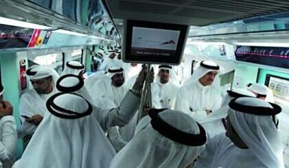 还是土豪国家实在:迪拜坐公交 8斤黄金等着你!
