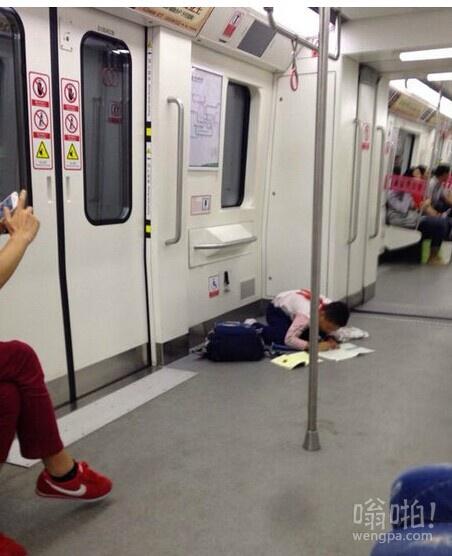 地铁上遇到的学霸