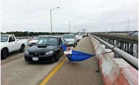 高速遇到堵车怎么办