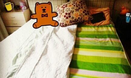 拥有一张双人床,却永远只睡一边的同学自觉转走!