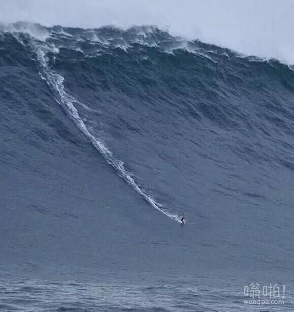 他等这个波浪一定等了很久