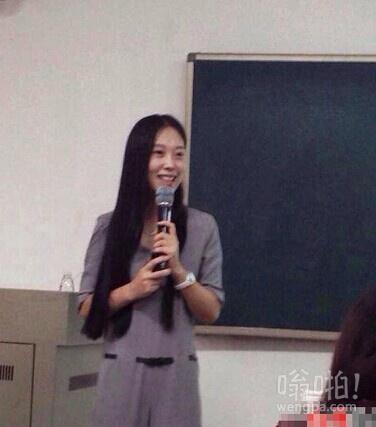 中南大学女神老师走红 上课不需点名粉丝超2万