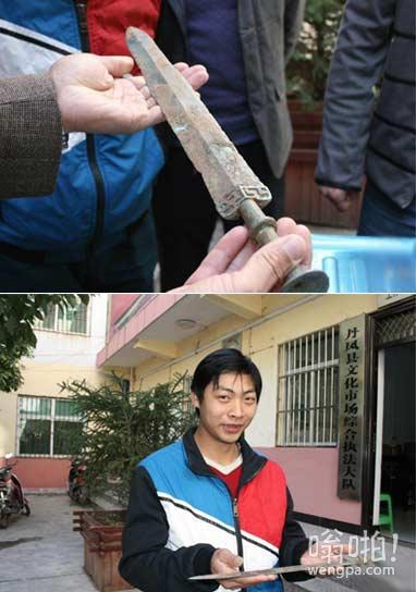 男子工地捡到3000年前战国时期楚国青铜剑后上交 政府奖励500元