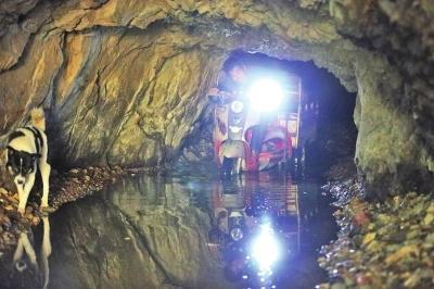 洛阳夫妻隐居深山洞口进出 演绎现代版桃花源