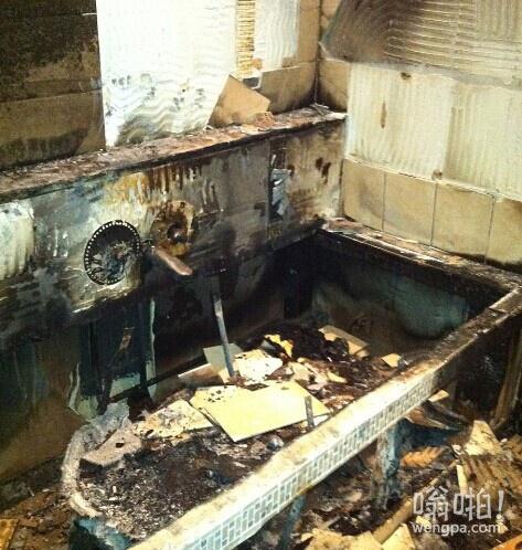 巴神浴室玩烟花惨状:房间七零八落+墙壁黝黑