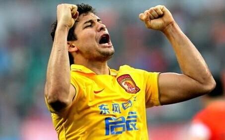 广州恒大埃尔克森28球创中超单赛季进球新纪录:艾神表示下赛季愿意继续留在广州
