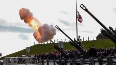 加拿大军方目前研制出一种新型远程炮弹,这种炮弹比普通炮弹威力更大,据说能够通过狭长的弹道,直抵白宫。