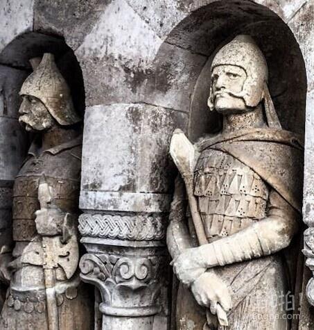 有伍迪·哈里森在布达佩斯的一尊雕像。