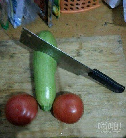 给老婆打电话说晚上不回家吃饭了,回来后发现厨房里留了这个