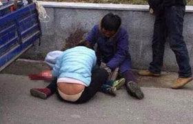 【监控视频】杭州小贩为躲城管执法误将4岁儿子碾死 城管:小贩自行离开