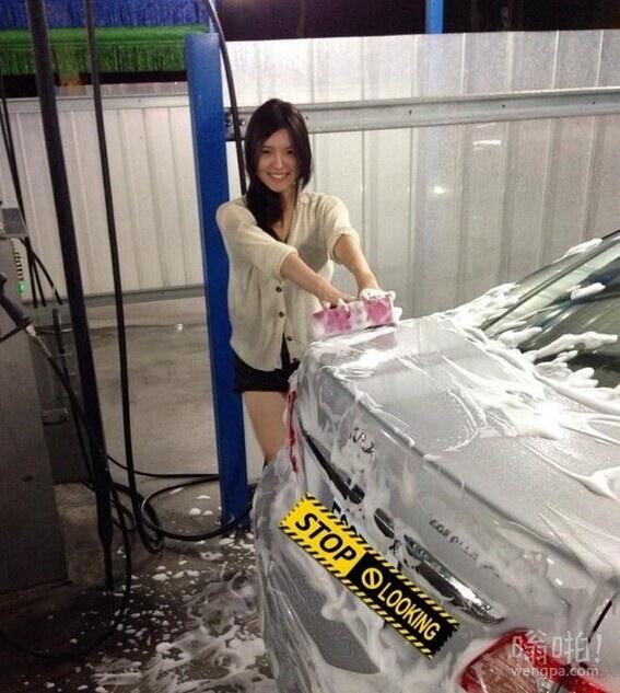 网友洗车偶遇正妹 有腿有身材的表示完全可以啊!