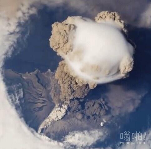 从太空看到的火山喷发