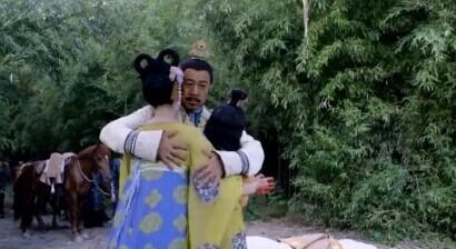 所以说这是三位皇帝抱在了一起吗?