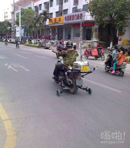 这样开摩托才有安全感