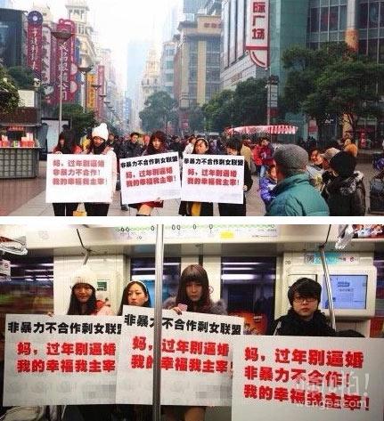 每逢佳节被逼婚:上海女青年在闹市区举牌抗拒父母春节逼婚