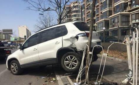 又是女司机:马家堡女司机驾车失控撞多车 被当成暴徒