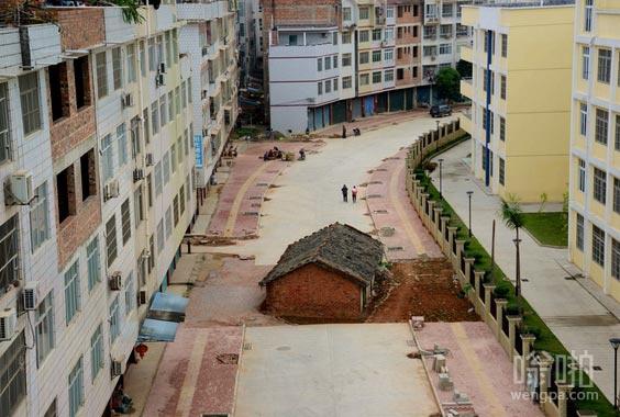 南宁钉子户,地方政府无法达到这个房子的主人对拆迁补偿协议