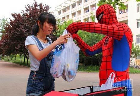同学,蜘蛛侠给你送外卖你觉得意外呢还是不意外