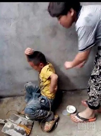 小学生被初中生虐打视频 初中生虐打小学生