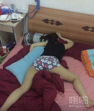 女汉子豪放睡姿