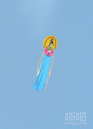 哪个挨千刀放的风筝,害得我在这里跪了半天,以为菩萨来了