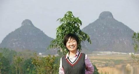 双乳山(贵州省贞丰县山峰)