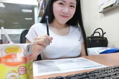 朋友晒最近办公室新来的女同事 真让人没法专心工作