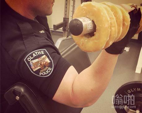 警察叔叔这身肌肉就是这么练出来的
