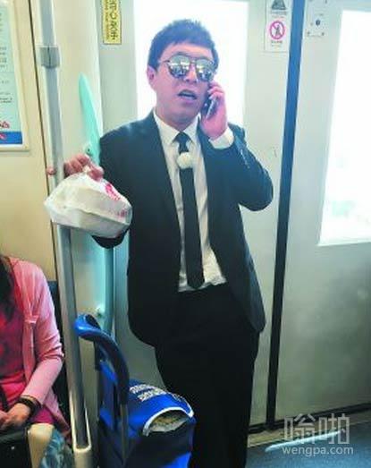 又在地铁上看见黄渤了