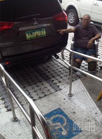 这样乱停车就不怕别人把你车刮花