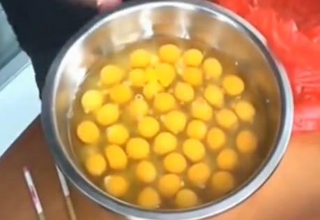 一口气吃42个鸡蛋视频,吃这么多生鸡蛋真的好么