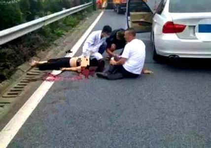 高速换胎妻被撞死 因车爆胎拍照发朋友圈被撞飞