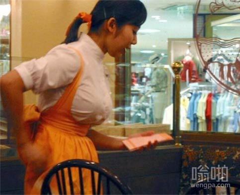蛋糕店大胸美女服务员 - 嗡啪美女图片
