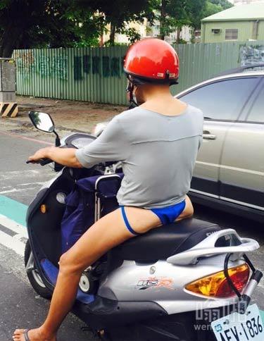 大叔性感裤衩开车上街 赚足回头率