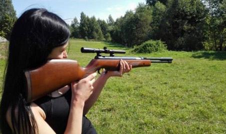 女朋友第一次玩枪