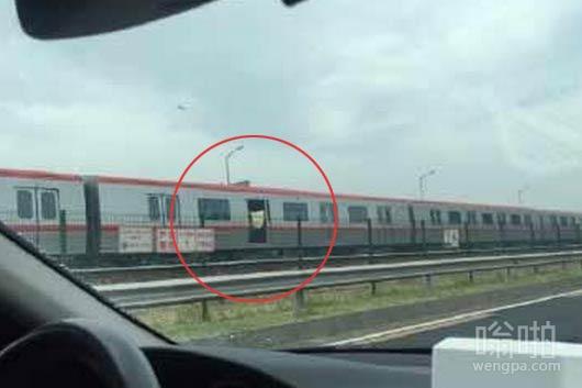车厢闷热吗:北京地铁八通线一列车车门无法关闭 仍高速行驶