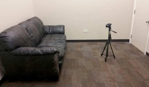 新的相机/工作捐赠长沙发 不知道为什么他们都笑了