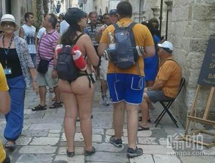 希望你去印度旅游的时候不要这么穿