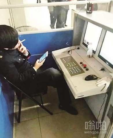 寂寞无聊的地铁安检员生活