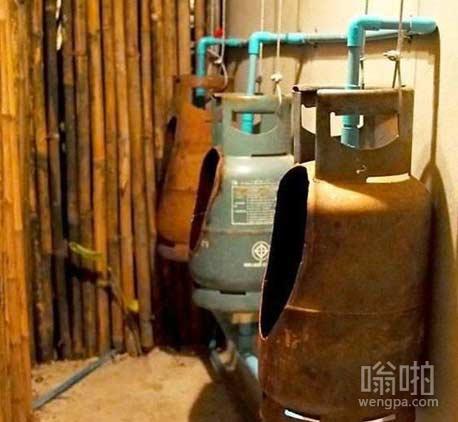 从来没见过煤气罐切开的样子,现在还要往里边尿尿